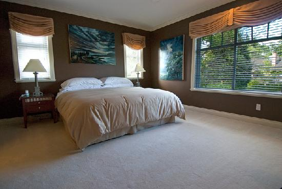 "Granville House B&B: Alder Master Suite King-Bedroom (w/32"" LCD TV)"