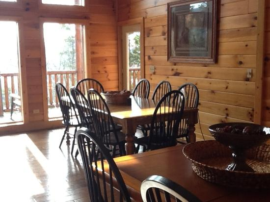 Volunteer Cabin Rentals: dining room very spacious