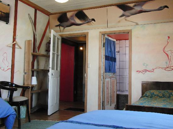 Tragaluz Bed & Breakfast: Aire has three beds and bathtub to relax