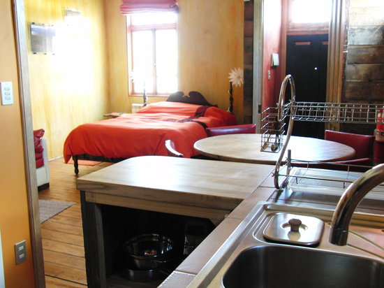 Tragaluz Bed &amp; Breakfast: Fuego (the Apart room) has a kitchen, queen bed, and two place sofa-bed.  Perfect for families o