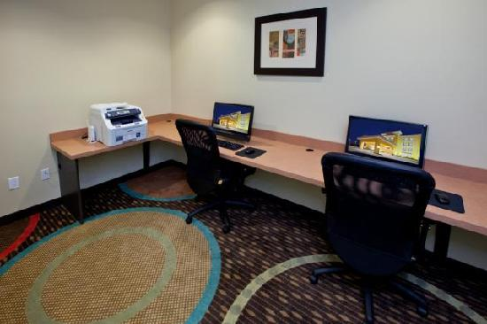 La Quinta Inn & Suites Columbus: Business Center