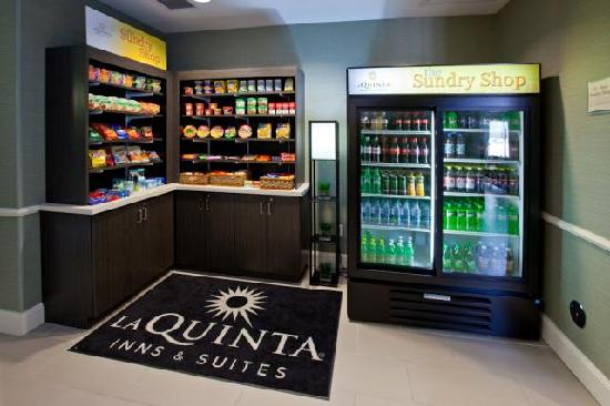 La Quinta Inn & Suites Columbus: 24hr Sundry Shop