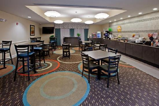 La Quinta Inn & Suites Columbus: Hot Breakfast!