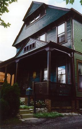 The Harney House Inn: getlstd_property_photo