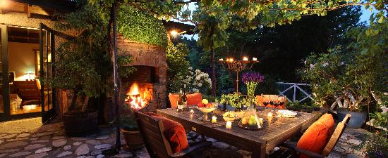 Retiro Park Lodge: Evening in The Patio
