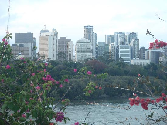 Paramount Motel and Serviced Apartments: view of Brisbane from the end of the road