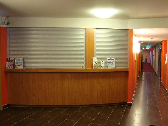 B&B Hotel Stuttgart-City: Reception Closed