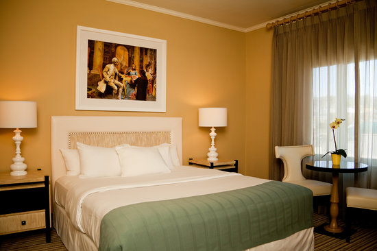 Newly-Renovated Guestrooms at Hotel Laguna