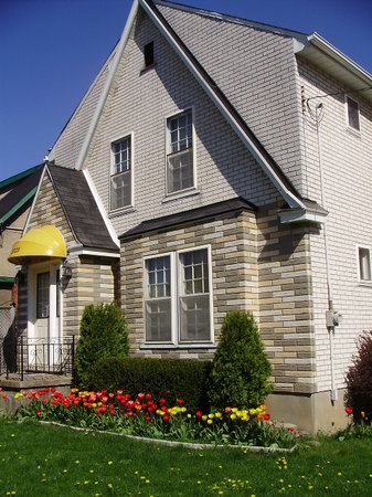 Photo of Cozy Inn Bed & Breakfast Niagara Falls