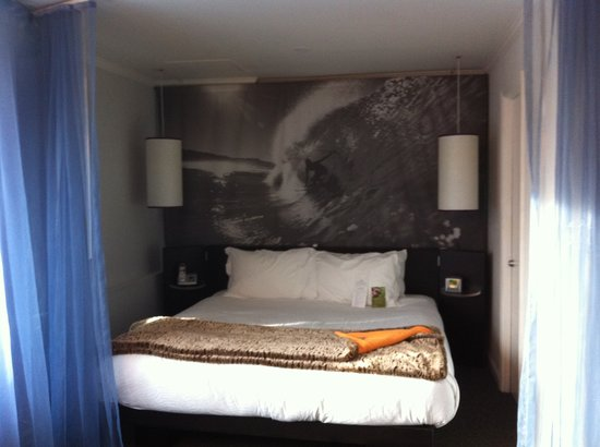 Helix, a Kimpton Hotel: Huge bed!
