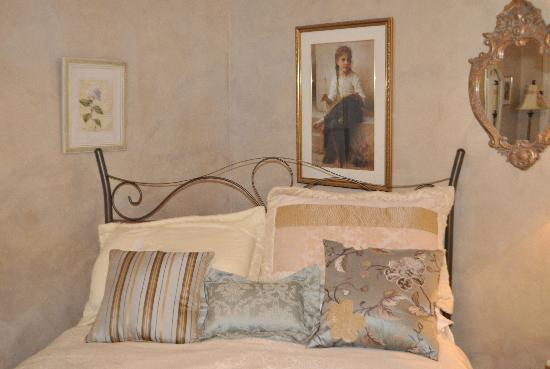 A ParkView Bed & Breakfast: The bed in the South bedroom.
