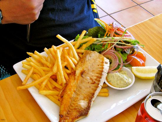 Fish chips picture of seabreeze cafe bar picton for Fish restaurant marlborough