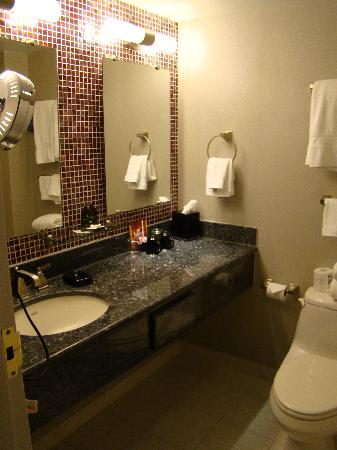IP Casino Resort Spa - Biloxi: Bathroom in our room at the IP