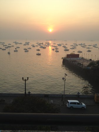 Hotel Harbour View: Sunset from the rooftop restaurant