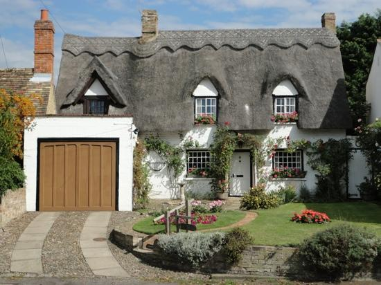 Cute Thatched Roof Cottage On The Outskirts Of Cambridge