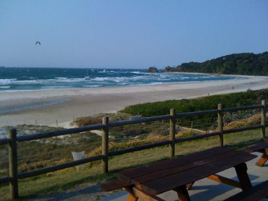NCHP Clarkes Beach Holiday Park: Beach view from the camp kitchen
