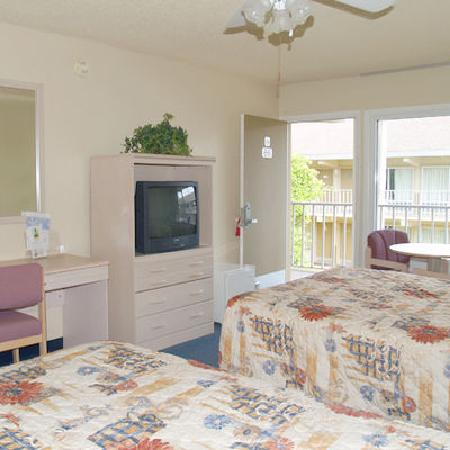 Sun City Center Inn: Guestroom with Modern Amenities