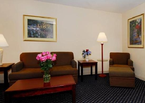 Quality Inn &amp; Suites -- South San Francisco: Sitting Area