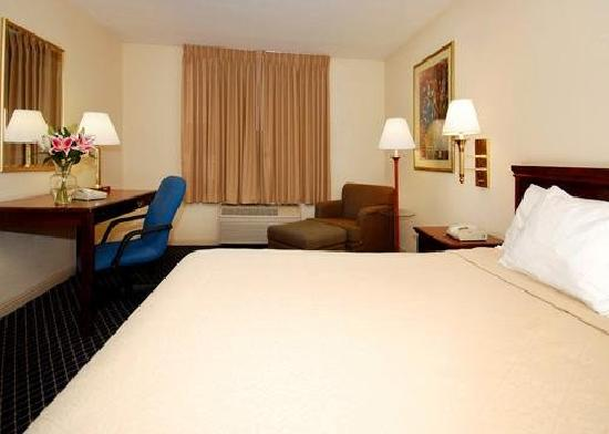 Quality Inn & Suites -- South San Francisco: Guest room with modern amenities