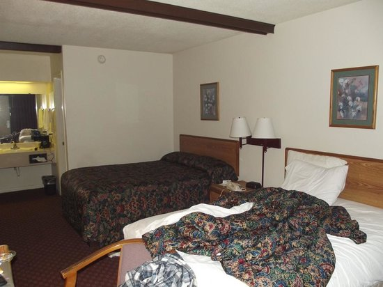 Americas Best Value Inn - Dothan: Room 205 on my second day