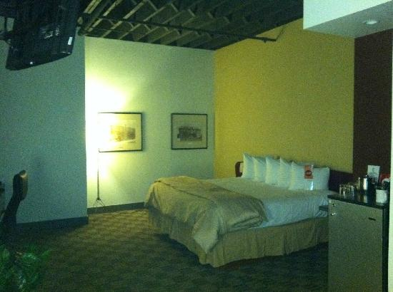 The Lofts Hotel & Suites: Bed