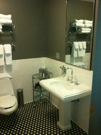 The Lofts Hotel & Suites: Bathroom