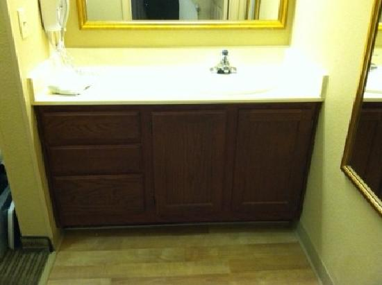 Extended Stay America - Phoenix - Metro - Black Canyon Highway: bathroom