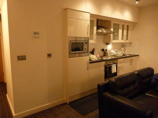 Avni Luxury Serviced Apartments : Kitchen 