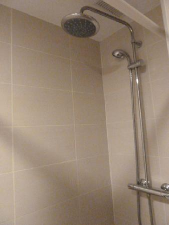 Dormavalencia Hostel: great shower