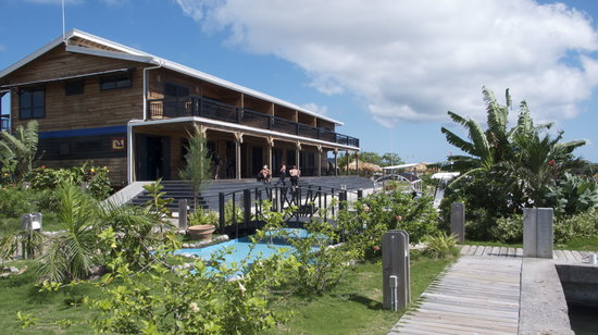 Barefoot Cay: Dive Shop and lofts