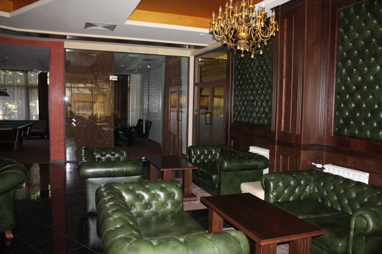 Borovets, Bulgaria: Lobby bar - another section