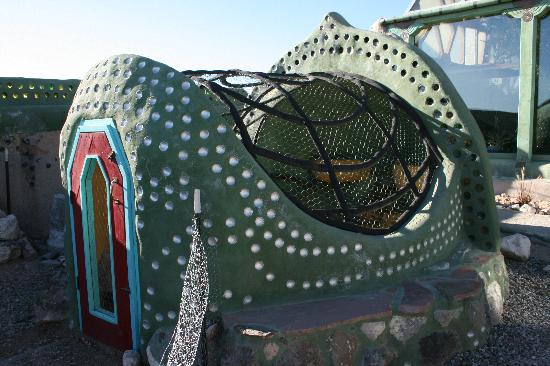 Earthship Biotecture: Awesome Chicken Enclosure