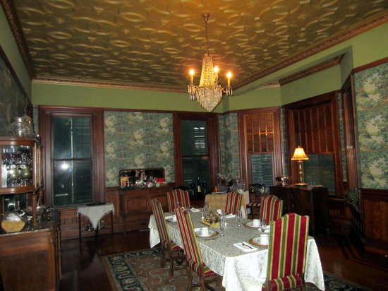 Grace Manor Bed & Breakfast: Breakfast Room