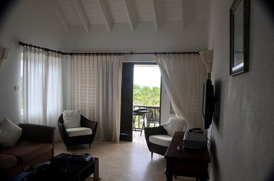 Silver Point Hotel: Oceanview living area
