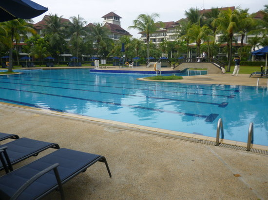Pulai Desaru Beach Resort and Spa: Swimming pool area