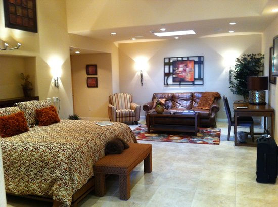 Inn on Lake Granbury : One of the spacious bungalow's