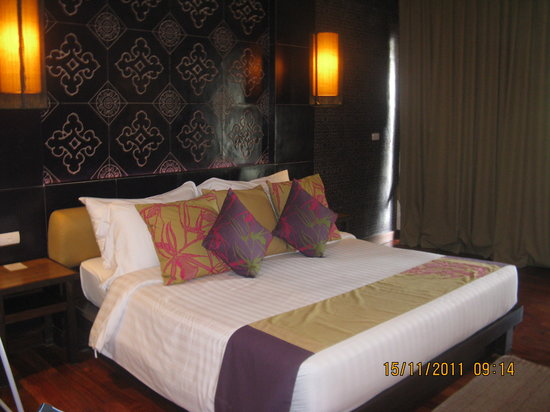 Sareeraya Villas & Suites: the bed