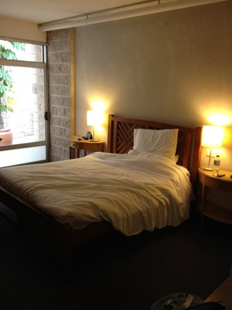 Altamont Hotel Sydney - by 8Hotels: My room at the Altamont