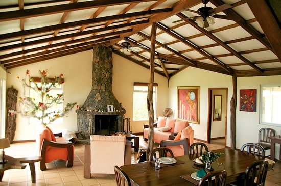 Semilla Verde Galapagos Lodge : Living Room and Dining Room