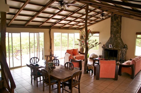 Semilla Verde Galapagos Lodge : Dining and Living Room