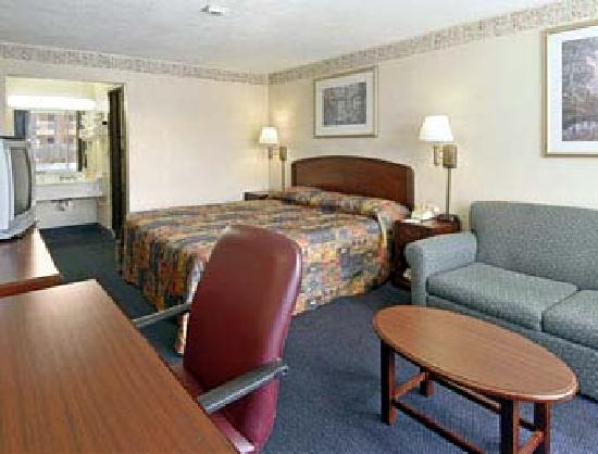 Days Inn Sarasota Airport: Standard King Bed room