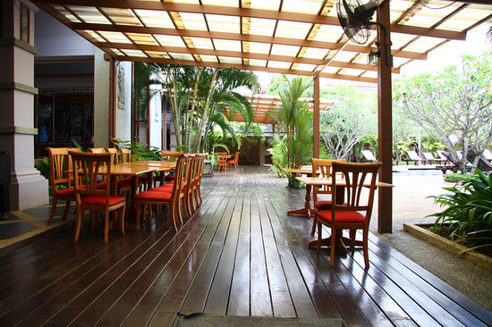 Phuket Kata Resort: Out door dining area