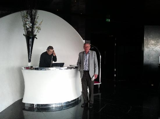 The g Hotel Galway: Concierges desk