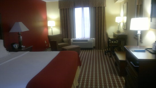 Holiday Inn Express Hotel &amp; Suites Murray