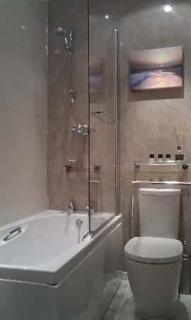 Giltar Hotel: Bathroom