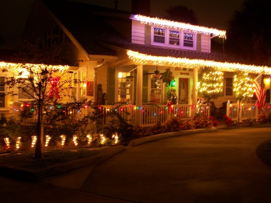 Crane Creek Inn Waterfront Bed and Breakfast: The Inn at Christmas