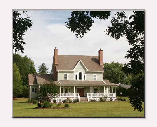 "Seven Oaks Bed and Breakfast: ""A Little Bit of Country in the City"""