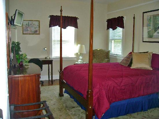 Seven Oaks Bed and Breakfast: Cypress Gardens - Queen Bed with Private Bath