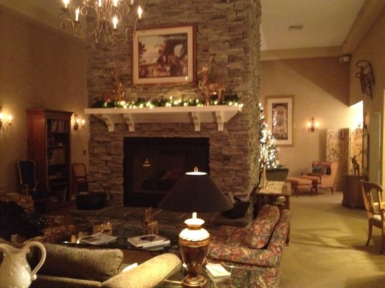 Stone Hill Inn: The living room