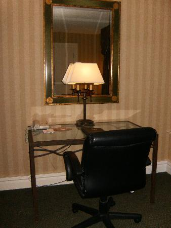 Red Lion Hotel Pocatello: desk and chair